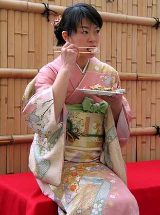 Japanese-women-eating