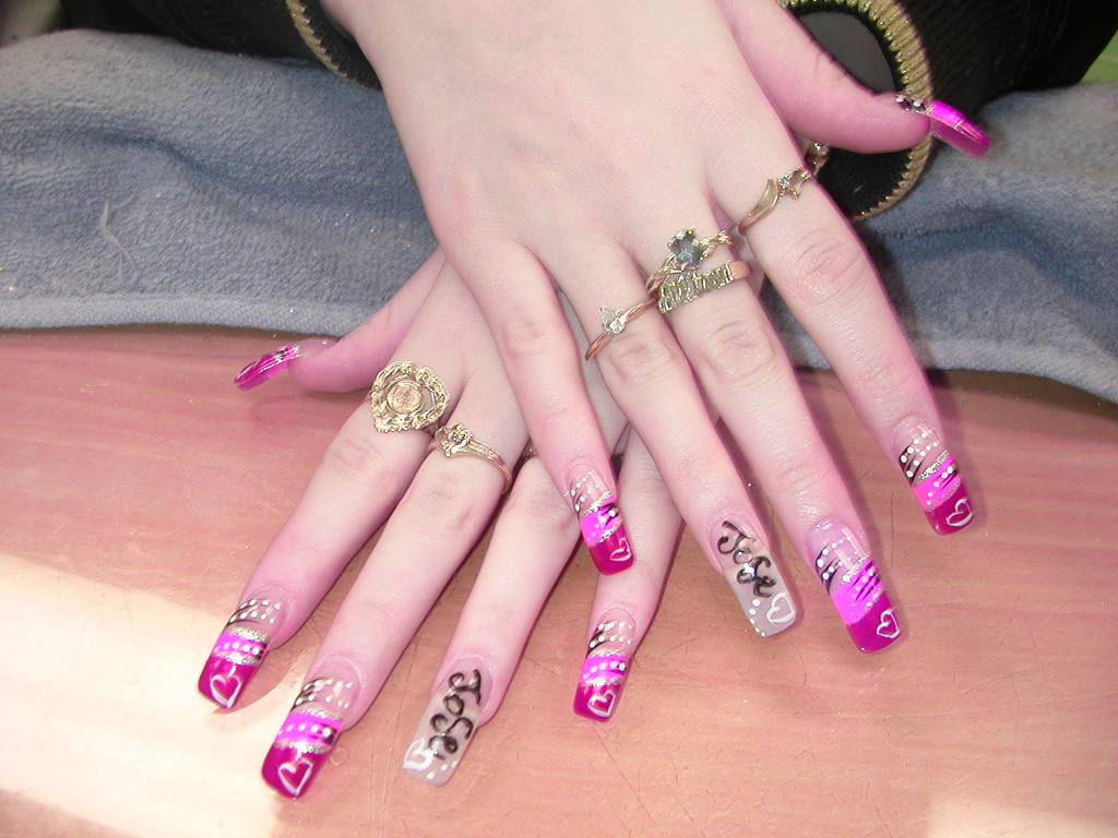 Executive nail art(The executive gil nail design in love style)