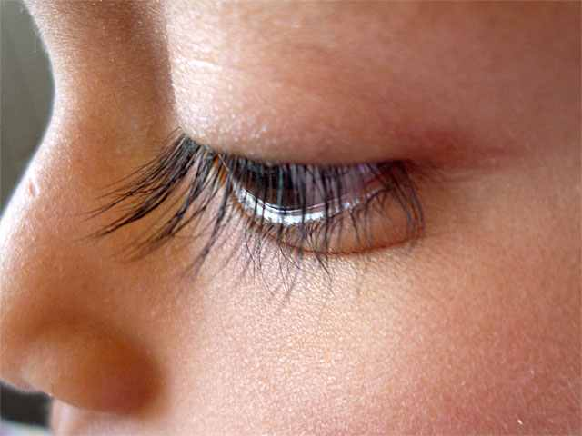 eyelash_regrowth_products