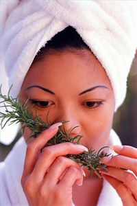 article-new_ehow_images_a04_7t_26_make-homemade-beauty-treatments-rosemary-800x800