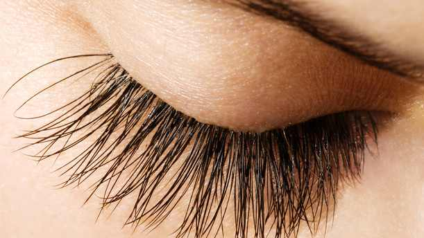 thicker-and-longer-eyelashes