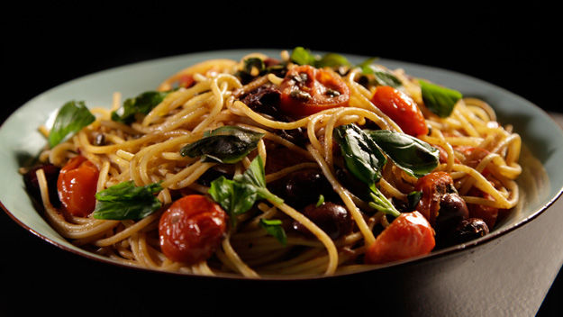 Spaghetti-with-anchovies-and-tomatoes