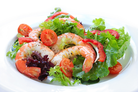 Mixed-salad-with-prawns