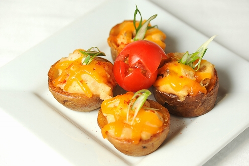 Potato-stuffed-with-crab-and-cheddar