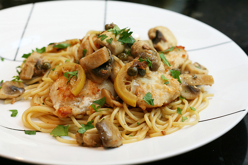 Chicken Piccata with lemon slices