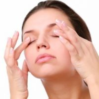 Almond oil to fight wrinkles under the eyes