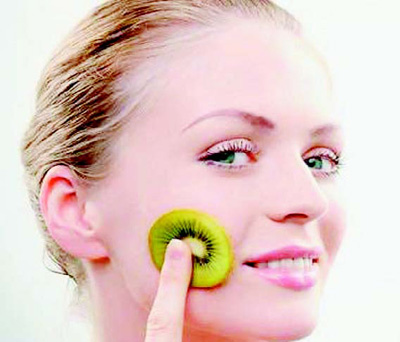 Kiwi mask for oily skin and dry
