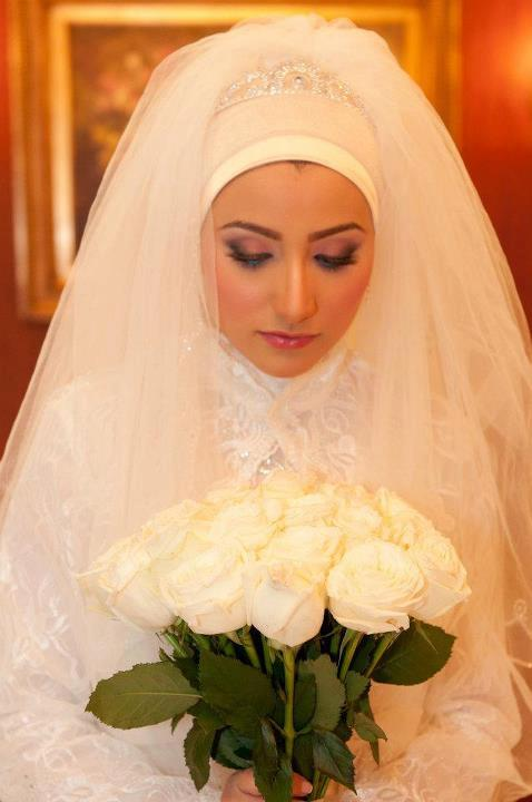 Rolls ask for brides veiled splendor (12)