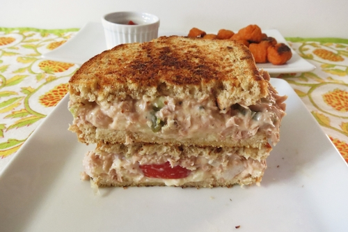 Sandwich tuna cheddar cheese