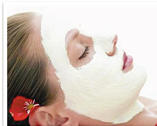 Starch and milk mask for supple skin