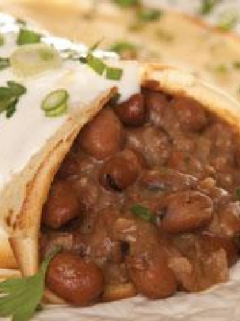 Crepe rolls with beans