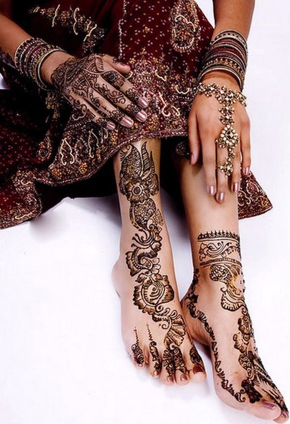 Latest-Arabic-Mehndi-Designs-for-feet-with-stones-2