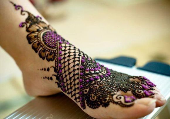 Latest-Arabic-Mehndi-Designs-for-feet-with-stones-4