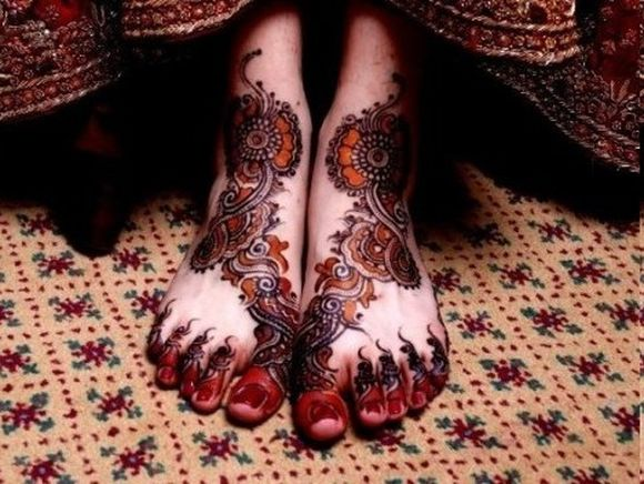 Latest-Arabic-Mehndi-Designs-for-feet-with-stones