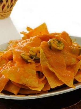 Nachos with cheese and Alhalpino