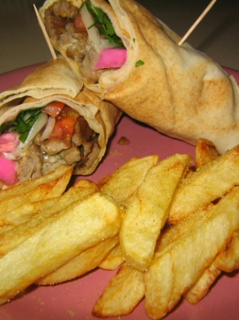 Shawarma sandwich with vegetables