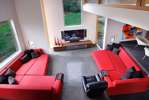 Sitting rooms decorated in red (5)