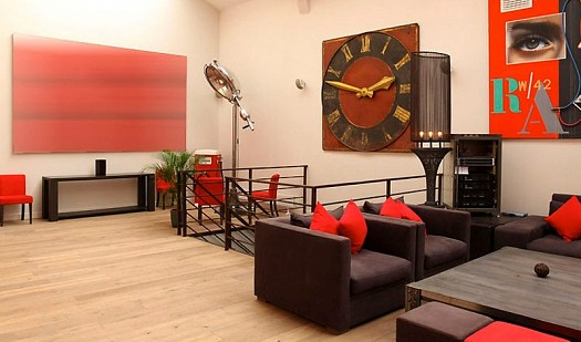 Sitting rooms decorated in red (8)