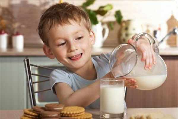Children-breakfast-in-milk1