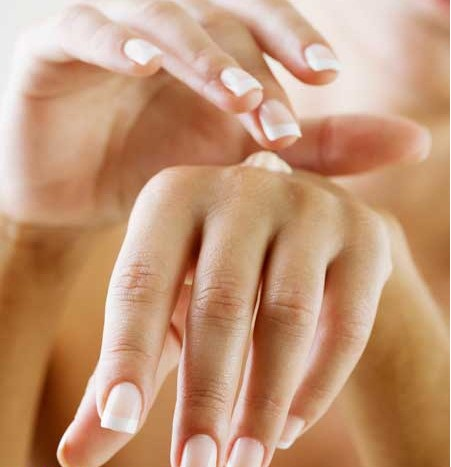 Cream to moisturize your hands and lightened
