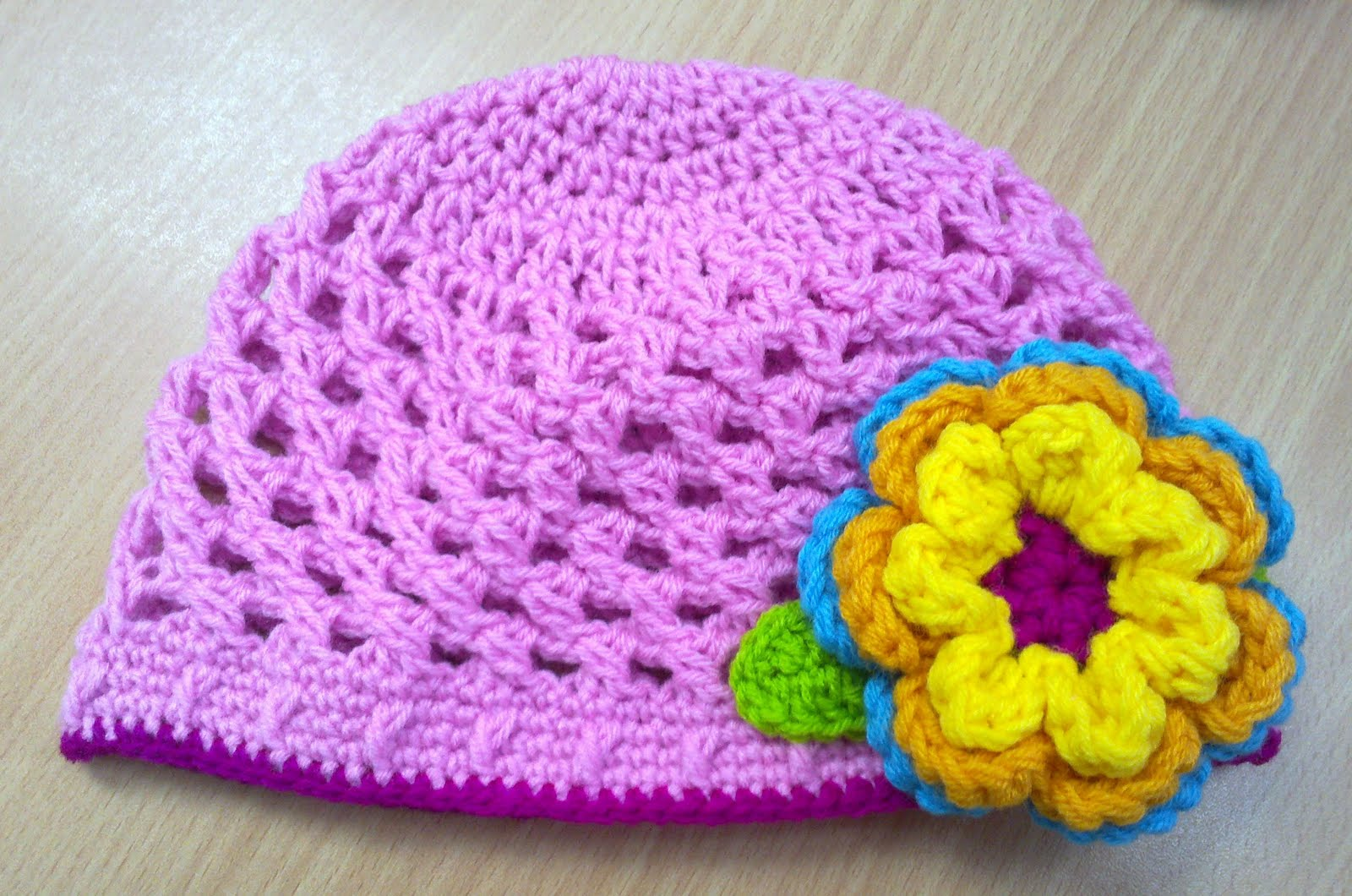 GIRLS HAT6
