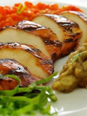 Grilled chicken breast with tomato sauce