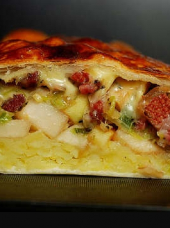 Meat pie and vegetables