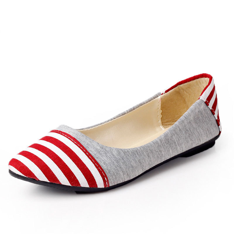 Pointed flat shoes17