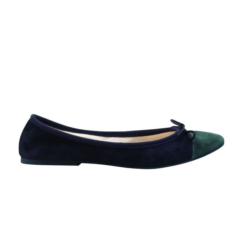 Pointed flat shoes18
