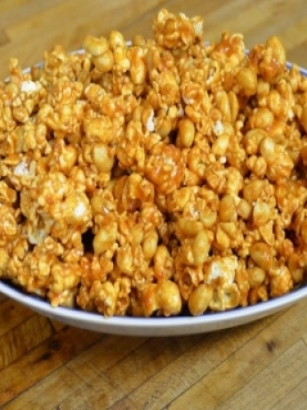 Popcorn with butter and honey flavo