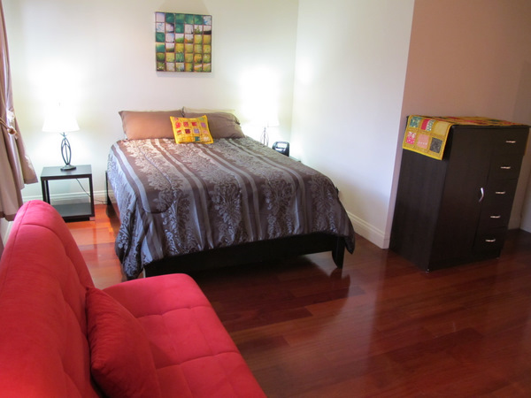 9608506918_twin_couch_large_room_(1)