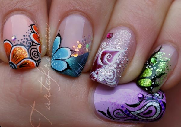 freehand-flowers-artistic-nails