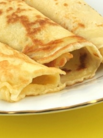 Mexican crepe with chicken and cheese