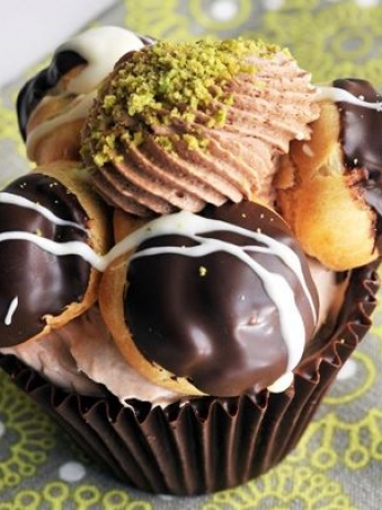 Cream puff with chocolate cups