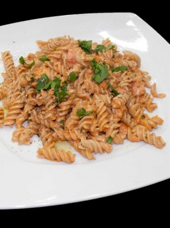 Pasta with tomatoes and stones