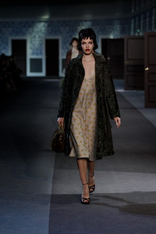 Louis-Vuitton-Fall-Winter-2013.14-Womenswear-Collection-04a