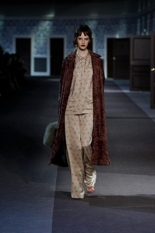 Louis-Vuitton-Fall-Winter-2013.14-Womenswear-Collection-06a