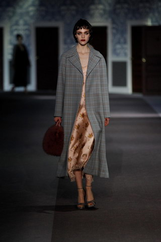 Louis-Vuitton-Fall-Winter-2013.14-Womenswear-Collection-08a