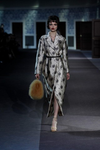 Louis-Vuitton-Fall-Winter-2013.14-Womenswear-Collection-09a