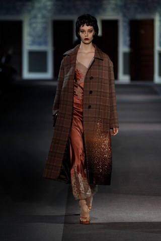 Louis-Vuitton-Fall-Winter-2013.14-Womenswear-Collection-23a