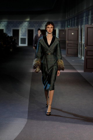 Louis-Vuitton-Fall-Winter-2013.14-Womenswear-Collection-41a