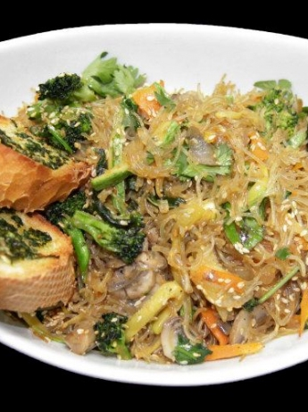 Noodles with vegetables and sesame