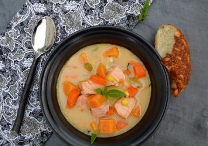Salmon soup with potatoes and fennel