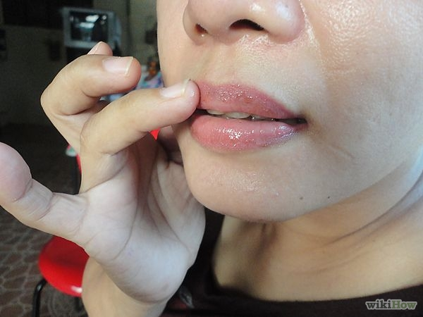 600px-Create-Full-Lips-Naturally-Step-3