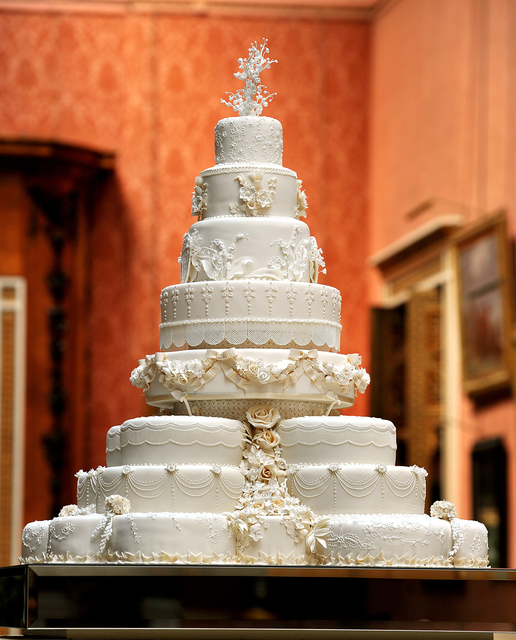ROYAL WEDDING CAKE 11