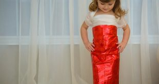 4-year-old-girl-paper-dresses-2sisters-angie-mayhem-23