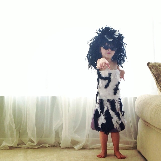 4-year-old-girl-paper-dresses-2sisters-angie-mayhem-24