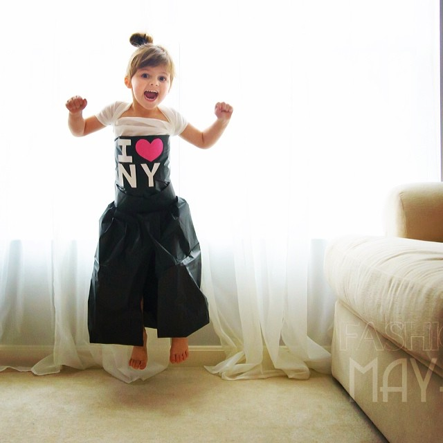 4-year-old-girl-paper-dresses-2sisters-angie-mayhem-38