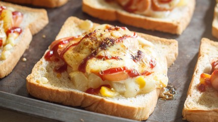 Pizza toast with chicken