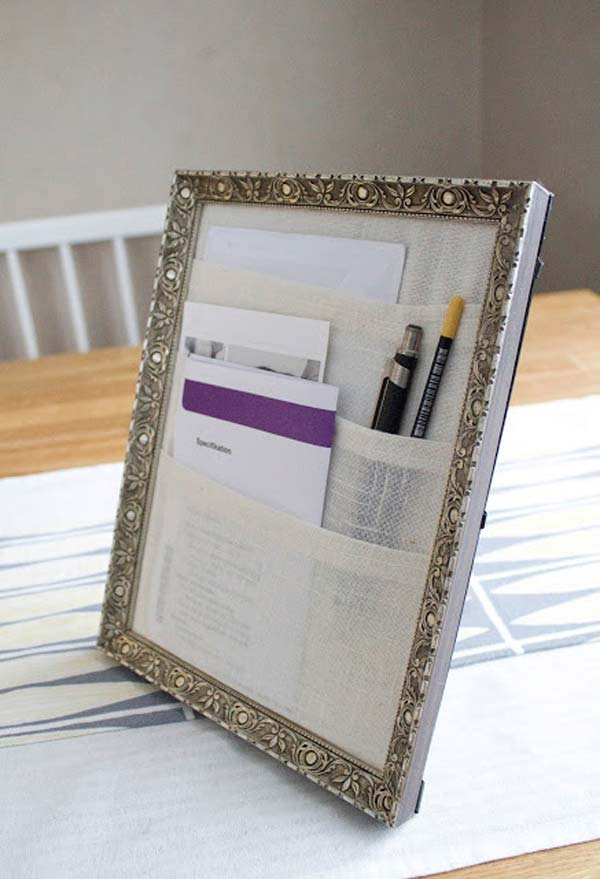 ways-to-use-old-pictures-frames-into-home (15)